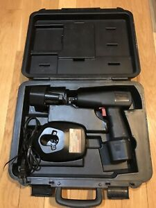 Snap On 3 8 Cordless Impact Wrench 9 6v Two Batteries Ct 30 With Original Case