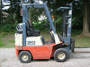 Nissan Pneumatic Tire 3000 Capacity Forklift Towmotor Lift Truck