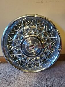 16 Cadillac Wire Spoke Hubcaps 1