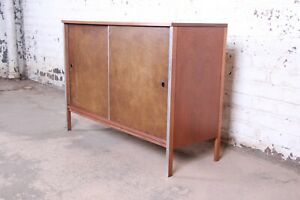 Paul Mccobb For Calvin Mid Century Modern Walnut Sliding Door Credenza