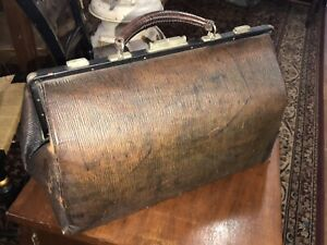 Beautiful Antique Doctor S Bag With Key