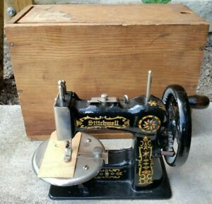 Nos Antique National Smco Stitchwell Toy Hand Crank Sewing Machine