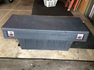 Ford Ranger Bed Rail To Rail Tool Box Titan Came Off 1998 Step Side Bed W Key
