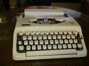 Vintage Brother Charger 11 Portable Typewriter White Case