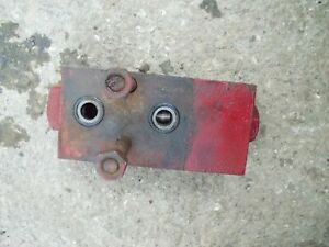 International Farmall 340 Utility Ih Tractor Rear Hydraulic Valve Flow Block W b