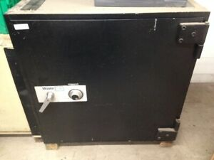 Mosler Tl 15 Safe H 36 1 2 D 28 W 36 1 2 2 000 2 500 Lbs Local Pickup Only