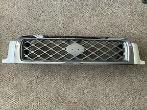 2000 2001 2003 2004 Nissan Pathfinder Front Bumper Grille Grill Oem White Chrome