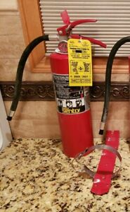 1 Ansul Sentry Aa05 1 Dry Chemical Fire Extinguisher 5 Lb Mounting Bracket