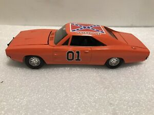 DUKES OF HAZZARD GENERAL LEE. DIE CAST METAL 1:24 SCALE 1969 DODGE CHARGER $145.00