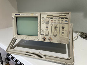 Tektronix Tds410a Portable Two channel 200mhz 100ms s Digitizing Oscilloscope