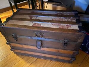 Vintage Trunk Steamer With Handles Great Condition
