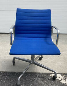 Herman Miller Chair Set Of 4 Blue Office Desk Freight Shipping Available