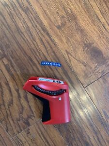 Dymo I d 2001 01 Red Label Maker Partial Roll Blue Labeling Tape