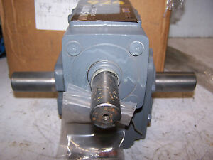 New Winsmith 10 1 Male Dual Shaft Gear Reducer 924dn 2 77 Hp 1750 Rpm