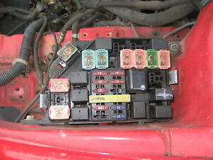 00 Hyundai Tiburon Main Fuse Box Relay Switch Engine Compartment