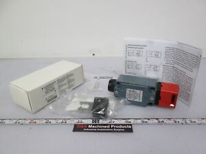 New In Box Leuze Electronic S200 m4c1 m20 63000202 Safety Switch 400vac 3a