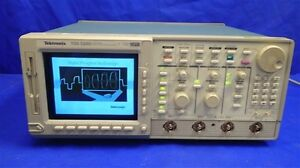 Tektronix Tds520d 2 Ch Digital Oscilloscope For Parts Not Working