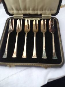 Set 8 Antique Englisj Heavy Silverplate Desert Forks Org Case Never Used