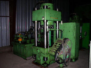 Dongsung 300 Ton Hydraulic Press 4 post Down acting Type With Ejector cushion