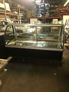 Federal Industries Refrigerated Curved Glass Display Case Bakery Display Cakes