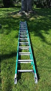 Werner 28 Fiberglass Ladder With Ladder Booties