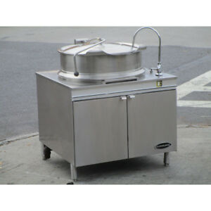 Cleveland Kdm 40 t 40 gal Direct Steam Tilt Kettle W Cabinet 2 3 Steam Jacket