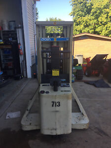 Crownelectric Order Picker Forklift Low Hours 71