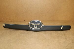 2007 2008 2009 2010 Toyota Camry Trunk Lid Moulding With Emblem