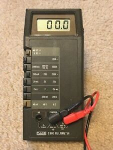 Fluke D800 Handheld Multimeter In Good Shape W test Leads And Carrying Case