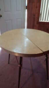 Vintage Formica Table Pale Yellow W Leaf 4 Vintage Chairs 1960 S