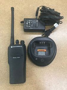 Motorola Cp200 Vhf Portable Radio Aah50kdc9aa2an 146 174mhz 16 Channels