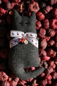 Primitive Christmas Gray Wool Cat W Reindeer Bow Beads Ornament