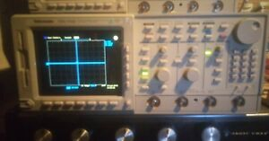 Tektronix Tds754c Digital Oscilloscope