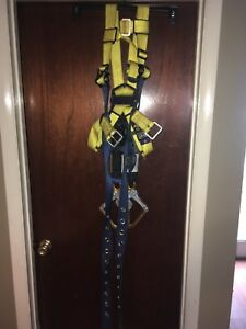 Full Body Harness m l 310 Lb with 2 Werner 6 Foot Retractable