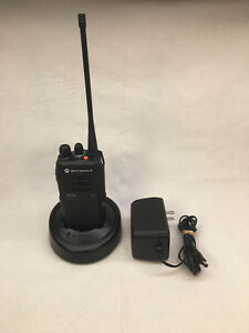 Motorola Ht750 Uhf 403 470 Mhz 4w 16ch Aah25rdc9aa3an With Accessories