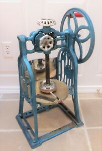 Vintage Manual Cast Iron Fluffy Shaved Ice Shaver Snow Cone Machine 1969 Blue