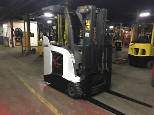 2012 Crown Electric Stand Up Forklift 84 180 Mast 4000 Lb Capacity