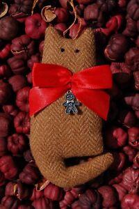 Primitive Christmas Tan Texture Wool Cat Ornament W Bow Gingerbread Charm