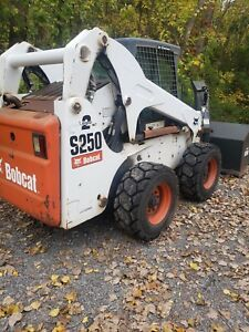 2007 Bobcat S250 With 72 Snowblower