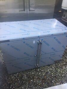 Perlick Bbr48 48 Two section Refrigerated Back Bar Cabinet