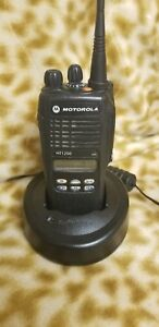 Motorola Ht1250 Aah25sdf9aa5an Uhf Radio With Charger