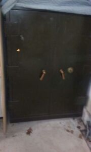 Large Yale Double Door Floor Safe In Great Condition And Working Combination