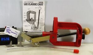 #8526 Lee Classic Cast reloading press in nice shape
