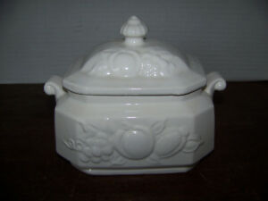 Vintage Ceramic White Soup Tureen W Fruit Design Grapes Japan Gravy