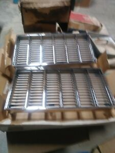 Nos 1979 Cutlass Supreme Brougham Pair Grilles 561636 And 561637