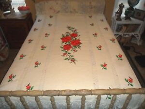 Stunning Vintage Hand Made Crochet Chic White Red Roses Throw Blanket Spread