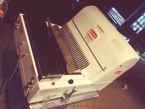 Berkel Commercial Bread Slicer Tabletop Pre owned In Good Condition