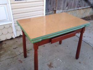 Beautiful Vtg Art Deco 40s Porcelain Enamel Top Kitchen Table