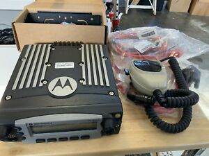 Motorola Xtl5000 700 800 Mhz Digital P25 M20urs9pw1an With Accessories