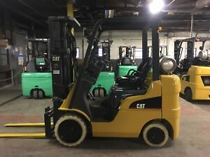 2010 Cat 5000 Lb Forklift With Side Shift And Triple Mast